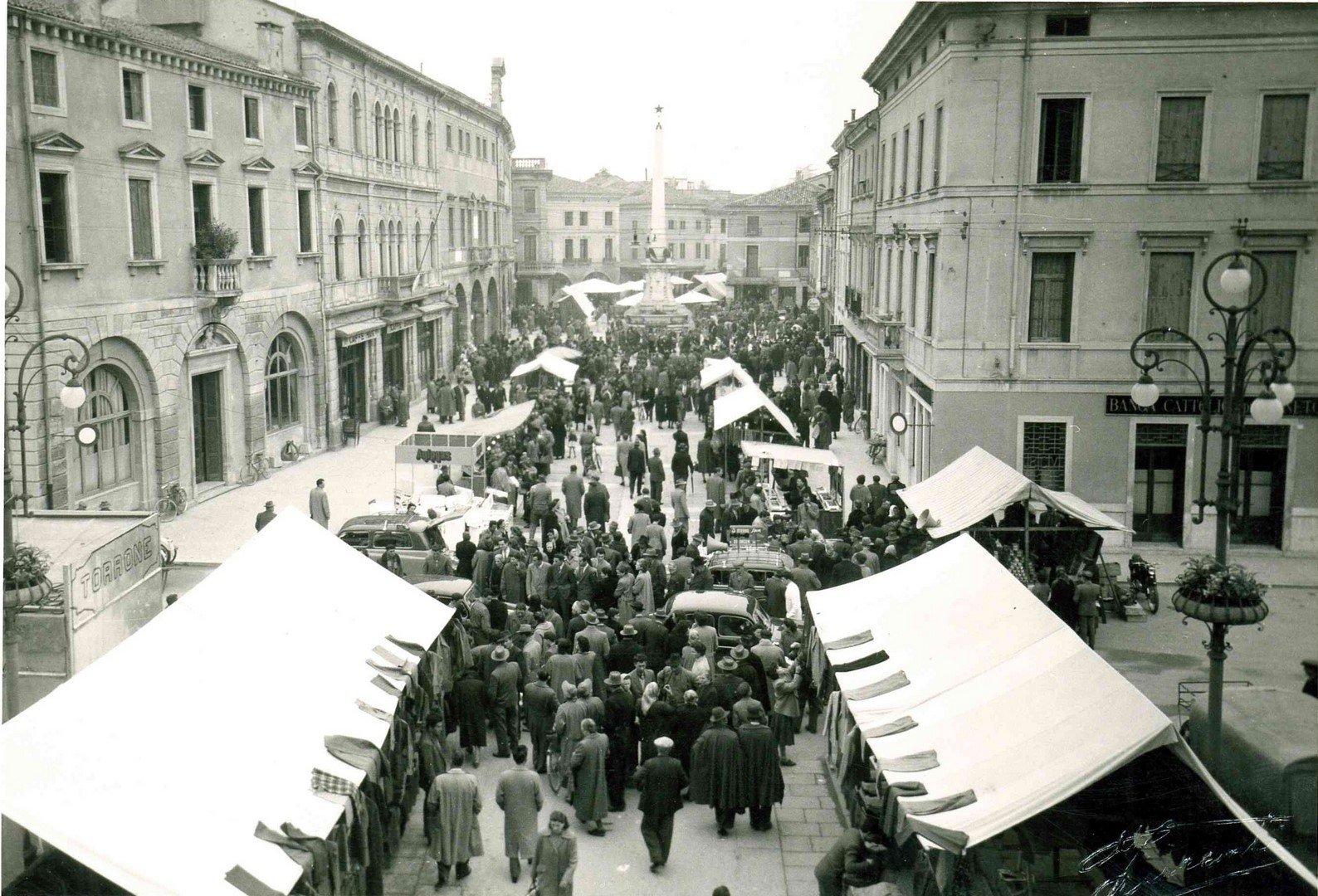 Piazza Garibaldi – Mercato Primi 900