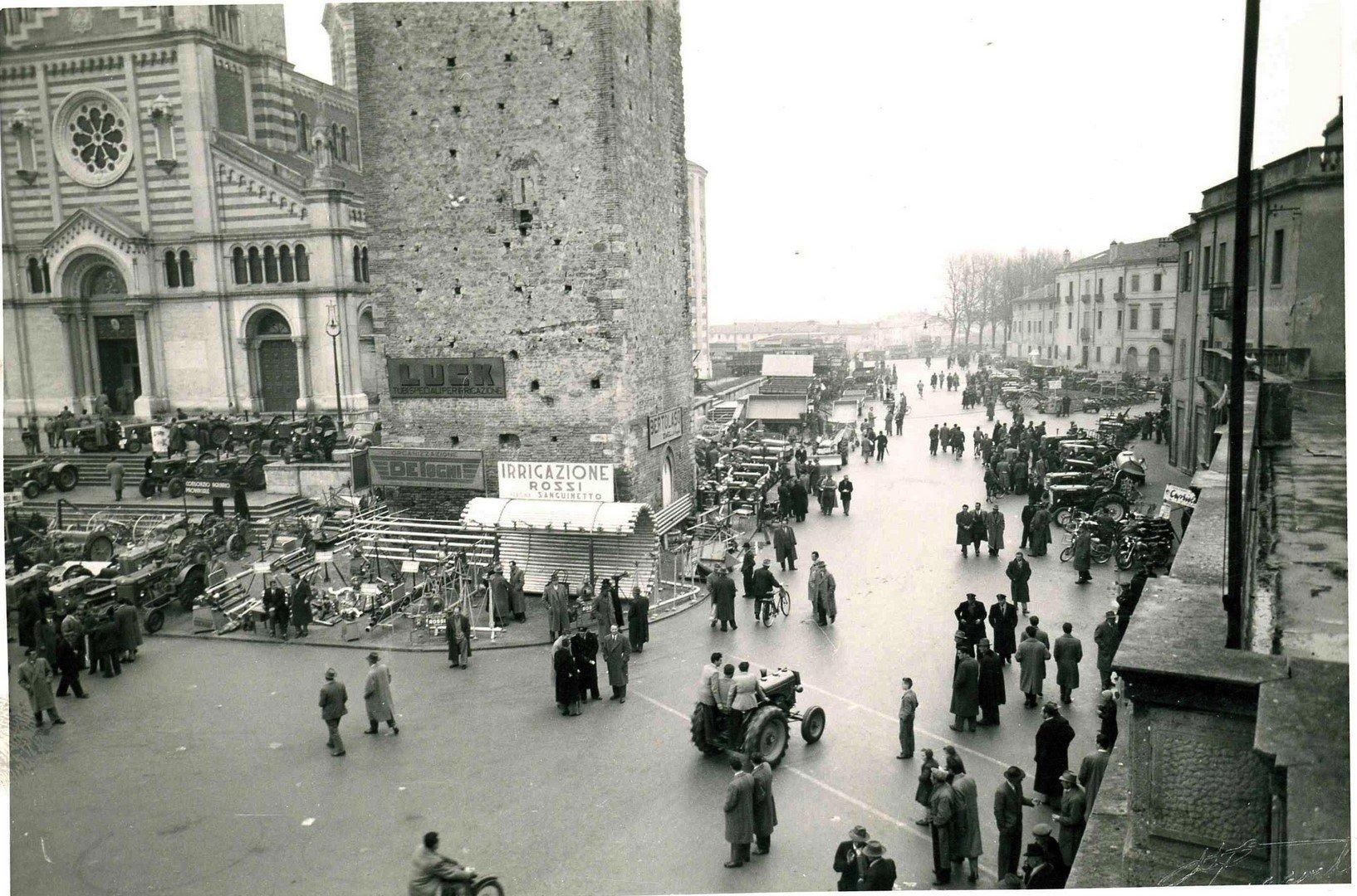Piazza IV Novembre E Vicolo S. Marco-esposizione Primi 900